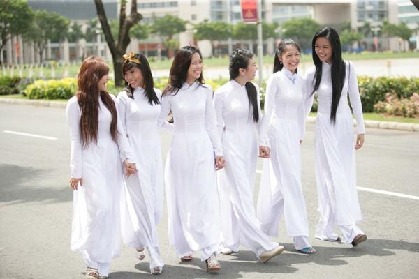 Tả chiếc áo dài Việt Nam