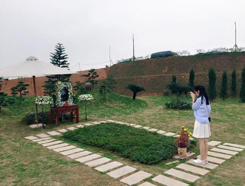 Đã có lần em cùng bố mẹ (hoặc anh, chị) đi thăm mộ người thân trong ngày lễ, Tết. Hãy viết bài văn kể về buổi đi thăm mộ đáng nhớ đó – Bài tập làm văn số 2 lớp 9