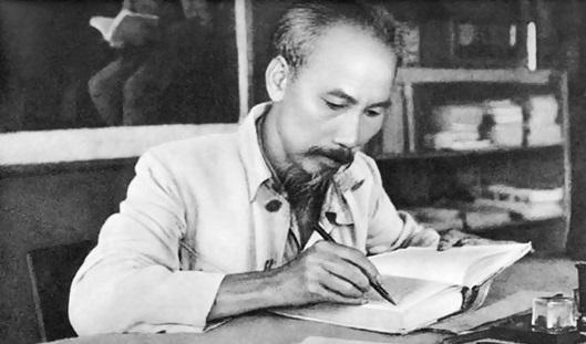Bác Hồ là vị lãnh tụ vĩ đại của nhân dân Việt Nam, anh hùng giải phóng dân tộc, danh nhân văn hóa thế giới hãy viết bài văn nêu suy nghĩ của em về Người – Bài tập làm văn số 5 lớp 9
