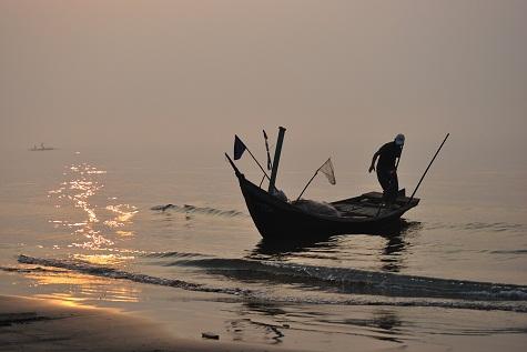 Phân tích nhân vật người đàn bà hàng chài trong Chiếc thuyền ngoài xa của Nguyễn Minh Châu