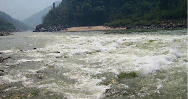 Phân tích hình tượng con sông Đà trong Người lái đò sông Đà của Nguyễn Tuân